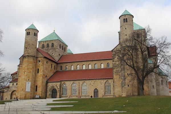 Der Workshop fand im Michaeliskloster in unmittelbarer Nähe der romanischen St. Michaels-Kirche statt. (Foto: KMS / Barbara Dreiling)