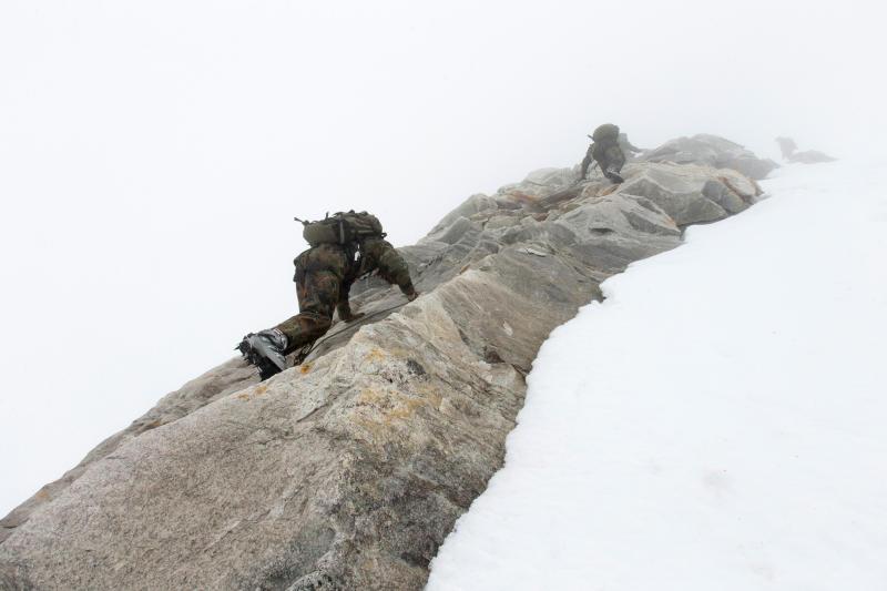 Aufstieg im Nebel © Bundeswehr / Christian Thiel