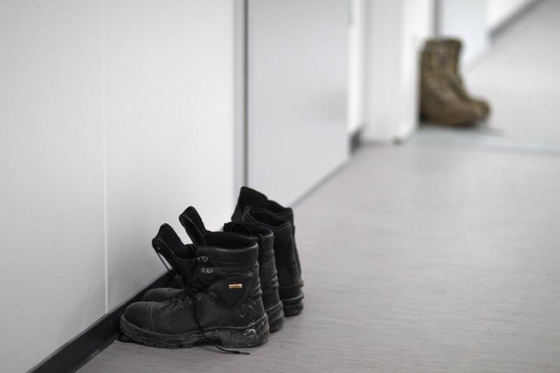 Manchen Menschen möchte man lieber aus dem Weg gehen, doch das ist nicht immer möglich. © Bundeswehr / Sebastian Wilke