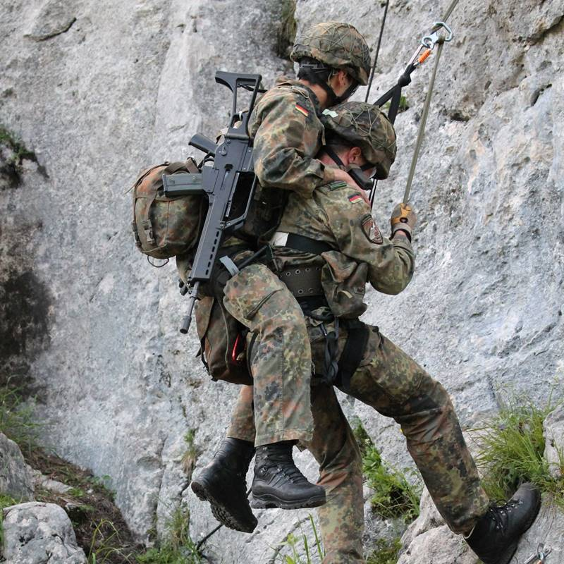 Rettung bei den Gebirgsjägern © Bundeswehr / Schneider