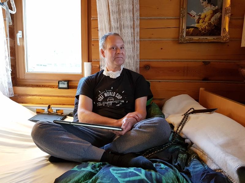 Engelbert Diegmann auf seinem Pflegebett © KS / Barbara Dreiling
