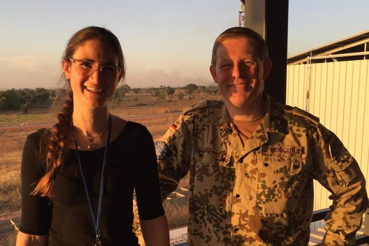 Militärdekan Alexander Prosche mit Redakteurin Friederike Frücht in Bamako (Mali) © KMBA / Joachim Simon